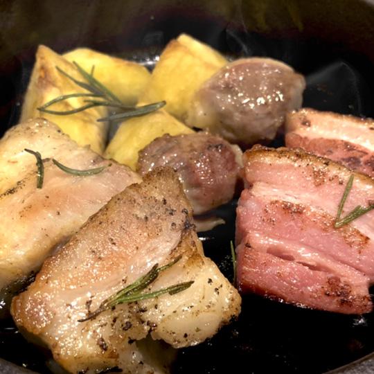 豚バラ・砂ずり・ベーコンのコンフィ盛り合わせ