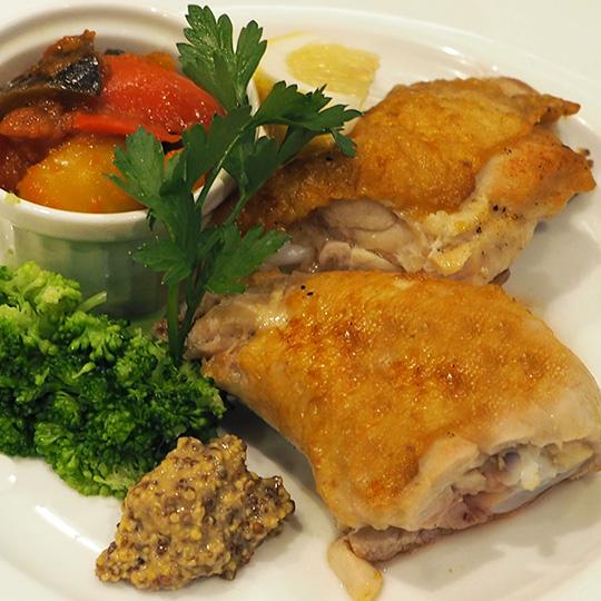 鶏肉のコンフィ 季節野菜のカポナータ添え